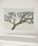 tapisserie-murale-L-lit-180-blanc-arbre-bleu-axelle-grosperrin